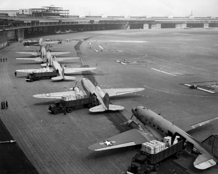 c-47s_at_tempelhof_airport_berlin_1948