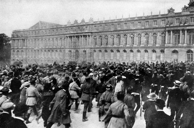 collier27s_1921_world_war_-_crowd_around_versailles_palace_after_treaty_signing