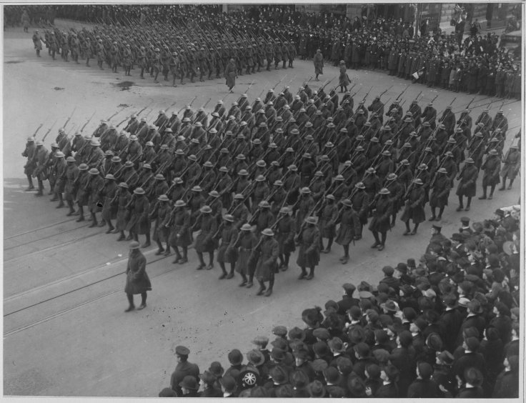 colonel_hayward27s_22hell_fighters22_in_parade-_the_famous_369th_infantry_of_28african_american29_fighte_-_-_-_-_nara_-_533518
