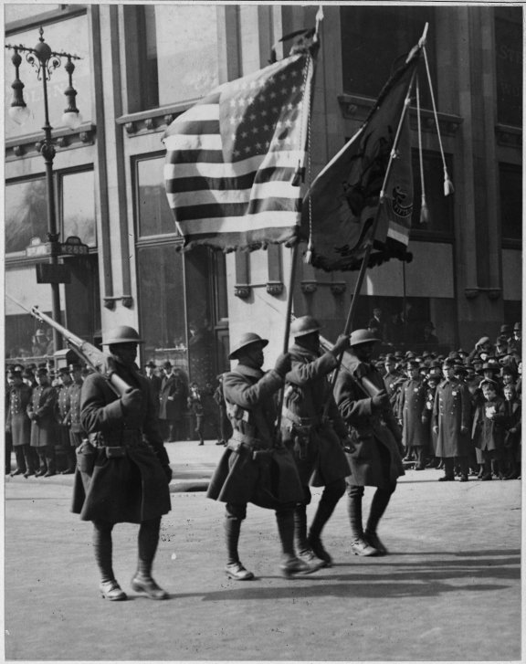 colors_of_the_famous_369th_infantry_in_parade_in_new_york_city-_colors_of_the_famous_369th_infantry_-_-_-_-_nara_-_533494
